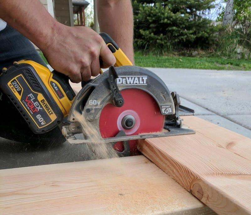 Cutting a board with the Dewalt FlexVolt Circular Saw